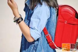 他们把一只和LV一样贵的小学生书包背去了时装周