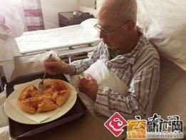 """""""爱心接力加拿大老人""""报道追踪:老人已经能吃披萨了, 其回家夙愿何时能了?"""
