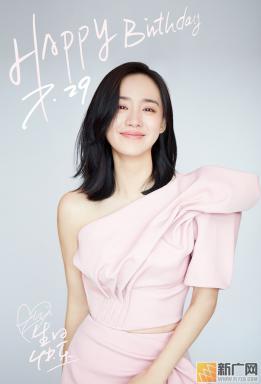 王智曝2019生日写真 治愈系笑颜恬静如初