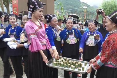 """屏边壮族同胞欢歌热舞共庆""""花米饭节"""""""