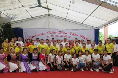 河口蚂蝗堡农场与越南曼楼乡开展边境友好 村寨文化交流活动