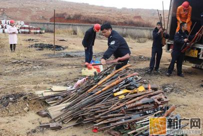 弥勒警方集中销毁一批非法枪爆物品