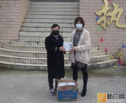 """云南金平:爱心人士捐口罩 为疫情防控""""续航"""""""