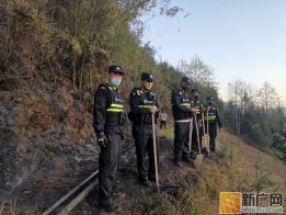 云南金平:干旱少雨突发山火 民警及时扑救两小时解除危机