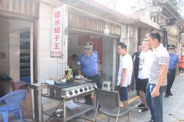 建水多部门联合开展餐厨油烟集中整治行动