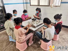 """泸西县:午街铺镇喷泉小学开展""""我们的节日·端午节""""实践活动"""