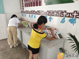 弥勒市弥阳镇弥东小学组织图书清理活动