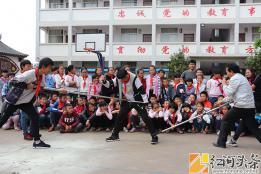 弥勒市弥阳镇牛背小学开展反恐怖防暴力演练活动