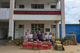 泸西县红十字会到午街铺镇雨洒小学开展爱心捐赠活动