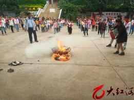 弥勒:弥阳镇盘龙小学开展地震、消防、防汛应急演练活动