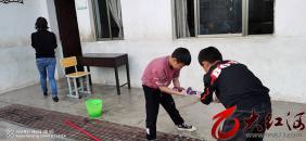 """午街铺镇山林小学开展""""爱国卫生众参与、文明健康迎国庆""""活动"""