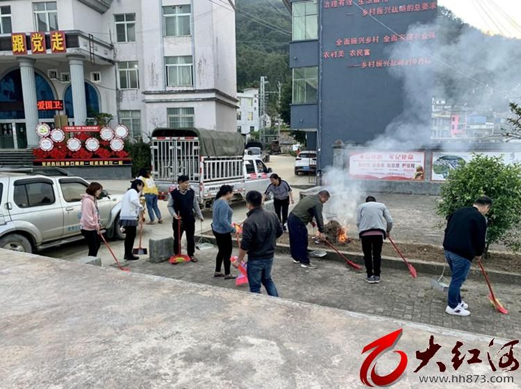 """蒙自:小新街乡常态化开展机关""""卫生日大扫除""""活动"""