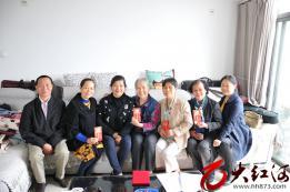 敬老感恩:红河州第三人民医院举办重阳佳节系列活动