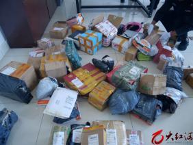蒙自警方查获60余个可疑包裹 里面竟然藏着……