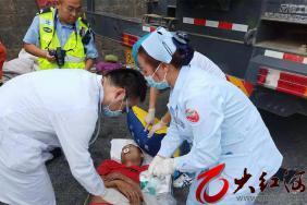 交警消防医生联动:两名伤者及时送达红河州第三人民医院成功救治