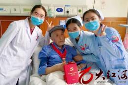 百岁老人王朝忠:我与党同龄  誓与党同行!