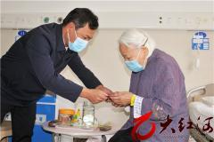 九九重阳节:王峥到红河州第三人民医院看望慰问老党员李琼芬