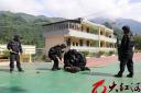 反恐演练进校园 警民共筑安全线